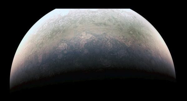 Detail severního pólu Jupiteru. Zdroj: NASA/JPL-Caltech/SwRI/MSSS