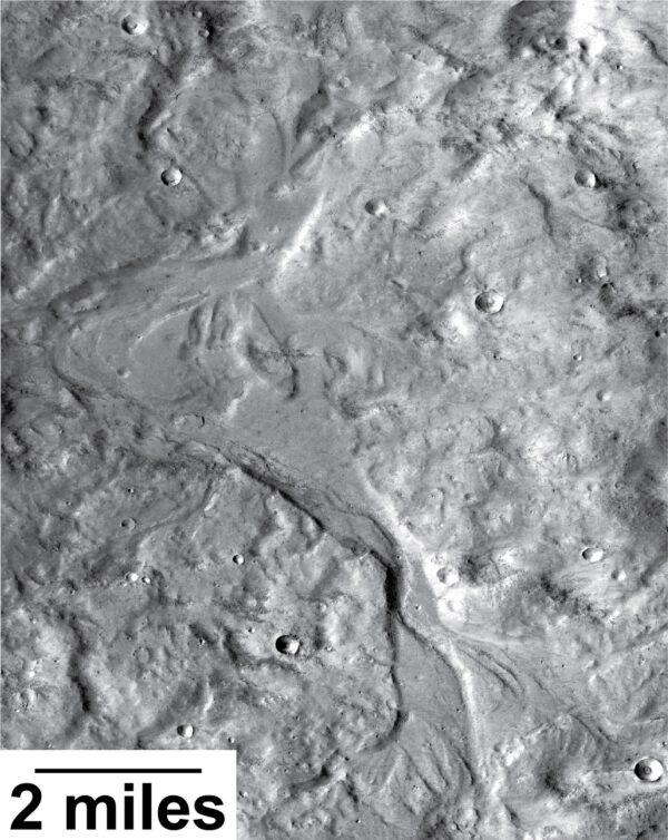 Nově objevené říční údolí jsou op stovky milionů let mladší, než ty, které známe z většiny Marsu. Oproti těm starším jsou tyto údolí širší a mělčí a ukazují na sezónnost toků.