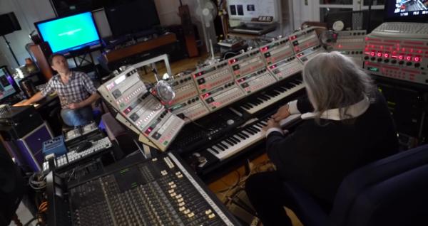 Vangelis při práci na albu Rosetta