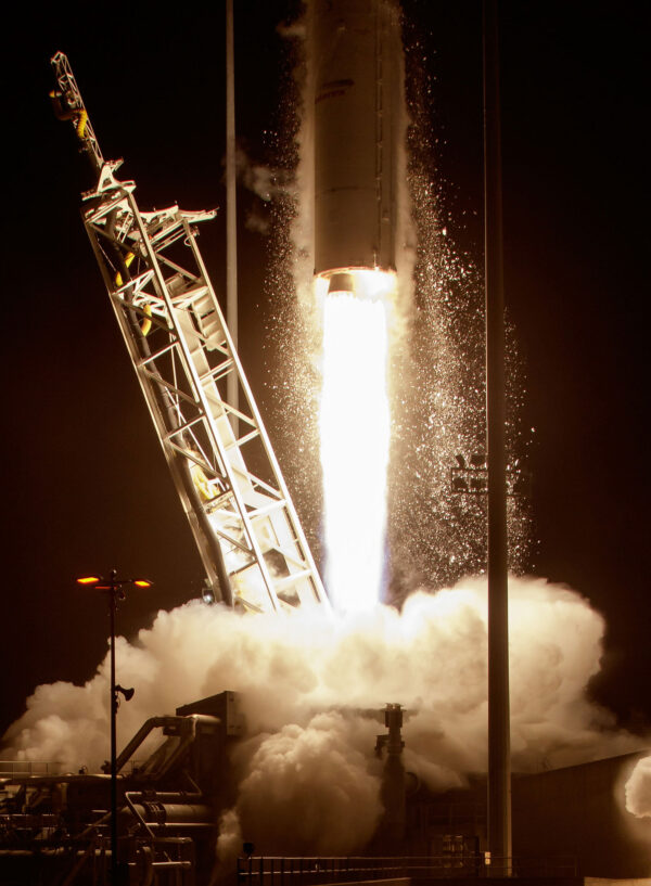 Detailní pohled na spodní část rakety Antares