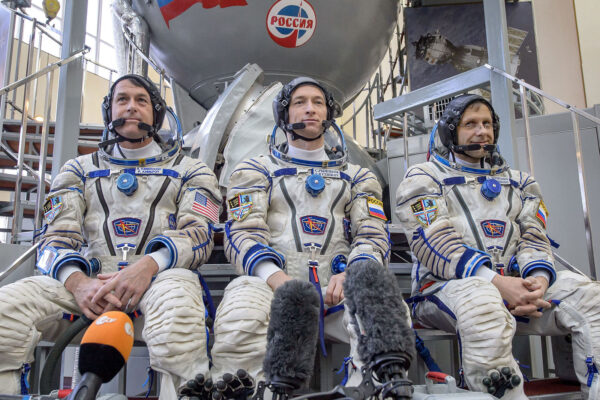 Posádka Sojuzu MS-02. Zleva Kimbrough - Ryžikov - Borisenko