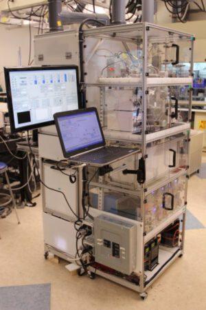 2: Jako ze sci-fi filmu Startrek (který byl tomuto projektu inspirací) působí techlologie, určená kvýrobě léků na počkání a pro konkrétního pacienta. (MIT)
