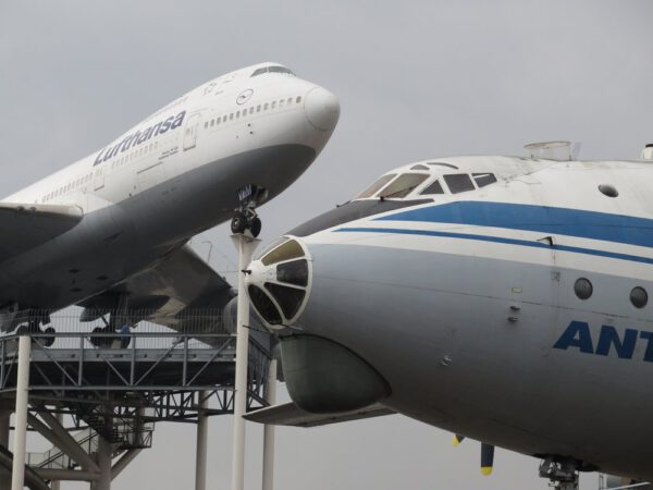 Boeing 747 a Antonov 24
