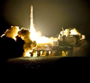 Noční start z plošiny Sea Launch s družicí SIRCAL