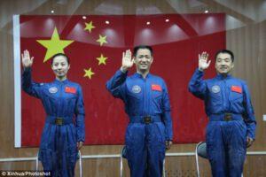 Posádka lodi Shen Zhou 10