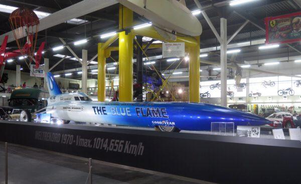Futuristický stroj Blue Flame, který přenoal bájnou hranici 1000 km/h