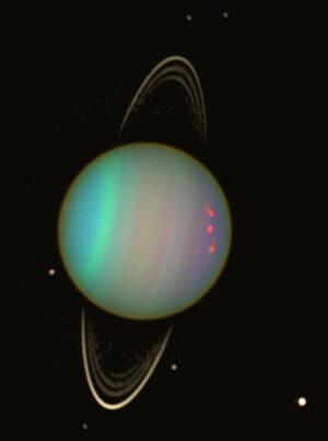 Uran ve falešných barvách pohledem Hubbleova teleskopu v roce 2003