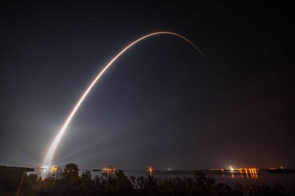 Dlouhá expozice ze startu Atlasu 5