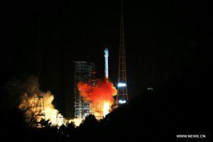 Start rakety CZ-3C s telekomunikačním satelitem Tailian