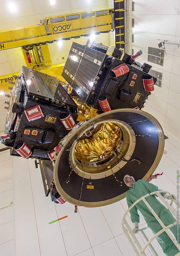 Velmi netradiční pohled na adaptér s družicemi Galileo
