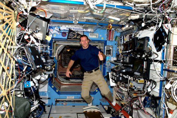 Zvykám si na život ve vesmíru. Moje starty jsou skvělé, ale musím ještě zapracovat na přistáních.