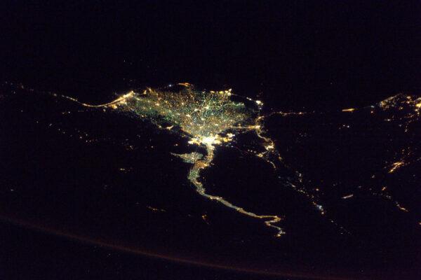 Noční přelet nad Egyptem a řekou Nil – jedna z nejlépe rozpoznatelných částí noční Země.