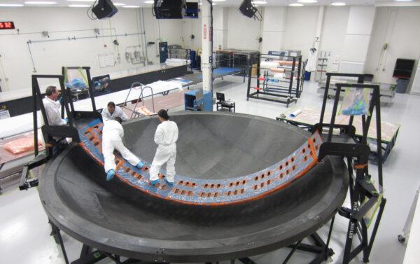 Membrána pro adaptér OSA, sloužící k udržení plynů z SLS mimo kosmickou loď. Výrobce: Janicki Industries