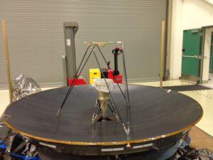 Hlavní anténa sondy OSIRIS-REx