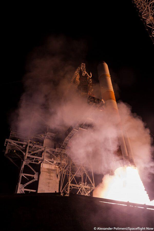 Start rakety Delta IV se satelitem WGS-8