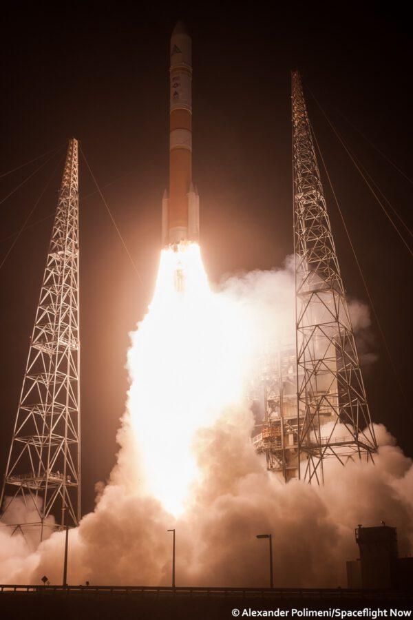 Delta IV vynáší WGS-8