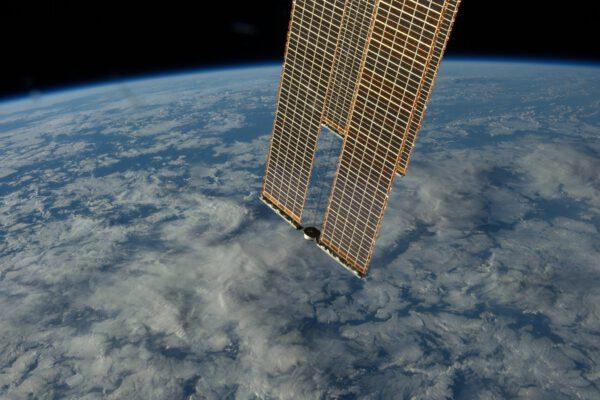 Veškerá naše energie na ISS (84 – 120 kW) se vyrábí na těchto solárních panelech. Stačily by napájet až 40 domů.