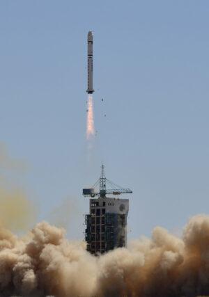 Archivní snímek ze startu rakety Dlouhý pochod 2D