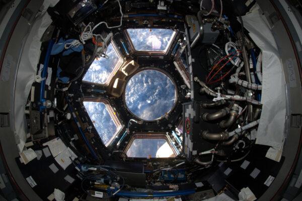 Výhled z Cupoly je vždycky zázračný. A její šestihranný tvar mi připomíná logo našeho astronautického výběru (Nebo to bylo naopak?)