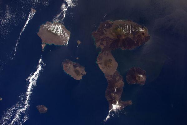 Vždycky jsem se chtěl podívat na Galapágy, ale nikdy se mi to nepovedlo. Jako cenu útěchy jsem dnes dostal možnost si je prohlédnout z vesmíru.