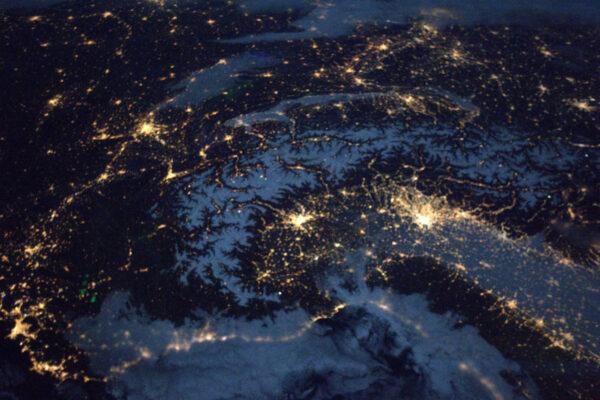 Když máme nad sebou Měsíc, jeho světlo se odráží ve sněhu a spojuje se se září měst a vzniká nejkrásnější noční scenérie, jakou jsem viděl. Turín, Miláno a … Lyon!
