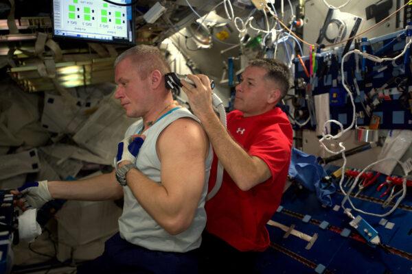 Holičství U Shana! Abyste se stali astronautem, musíte toho umět opravdu hodně … no, nebo spíše vám nesmí vadit finální sestřih. ;-)