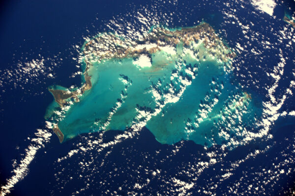 Karibik je při pohledu z ISS kouzelné místo. Dalších padesát odstínů modré v okolí ostrovů Turks a Caicos.