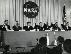 Národními hrdiny během několika sekund - první tisková konference astronautů Mercury 7