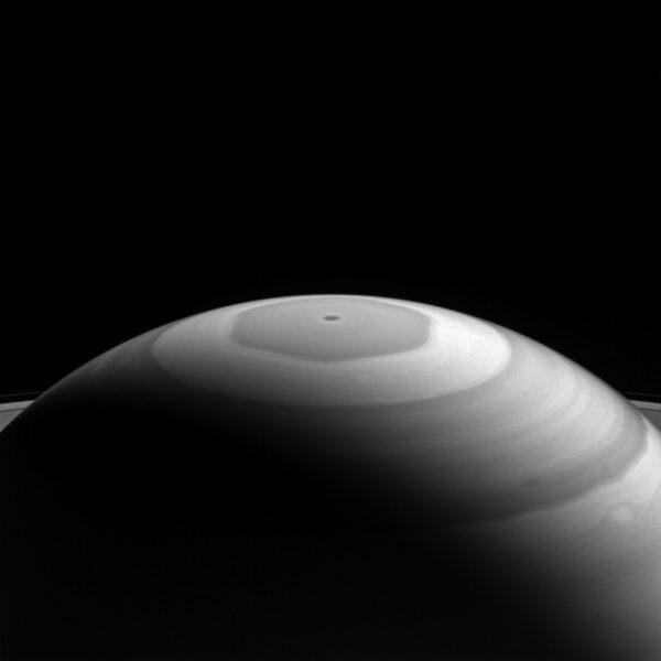 Hexagon na Saturnu