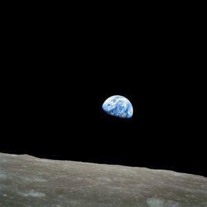 """Fotografie """"Earthrise"""", pořízená Williamem Andersem"""