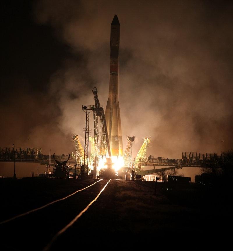 Je 1. prosince 2016 15:51:52 středoevropského času a Sojuz-U s lodí Progress MS-04 stoupá k obloze