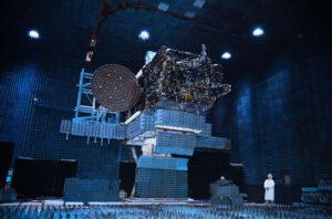 EchoStar 21 během pozemních zkoušek