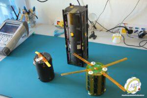 Deployer TuPOD a dva TubeSaty (válcovité družice) Tancredo-1 a OSNSAT