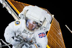 Tim Peake při své kosmické vycházce