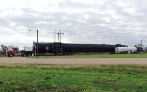První stupeň Falconu 9 pro družici EchoStar 23 opouští základnu McGregor a míří na Floridu.