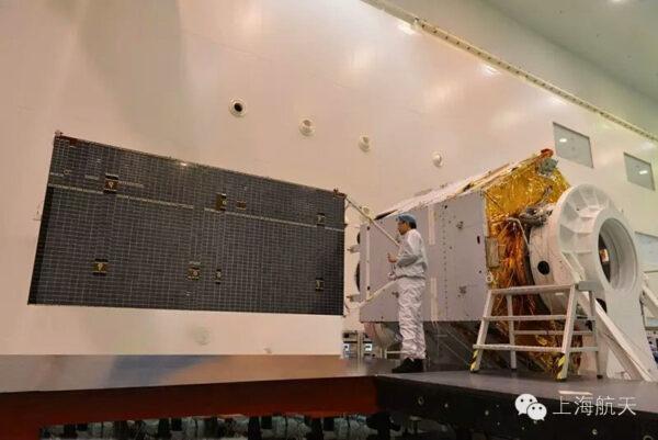 Satelit Fengyun-4B při přípravě na start