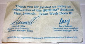 Pamětní list na připomenutí startu prvních 5 satelitů Iridium v roce 1997 ze základny Vandenberg