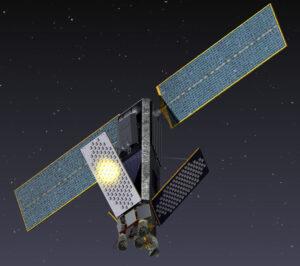 """""""Iridium záře"""" známá mnoha pozorovatelům oblohy je způsobená obvykle odrazem světla od hlavních antén satelitu a může za to speciální povrchová úprava těchto antén."""