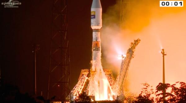 Sojuz 2-1b startuje