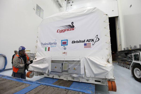 Kontejner s přetlakovou kabinou lodi Cygnus OA-7