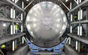 Manipulace s kvalifikačním exemplářem vodíkové nádrže pro raketu SLS