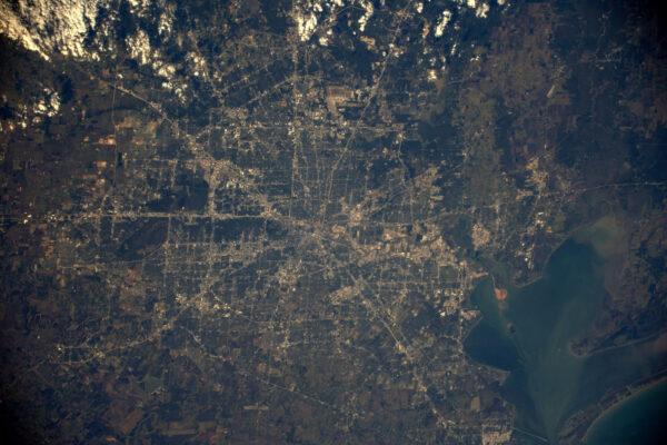 Rozrůstající se město Houston – stát Texas – domovské místo NASA-JSC a mnoha mých přátel. Užijte si svou party a uvidíme se v roce 2017!