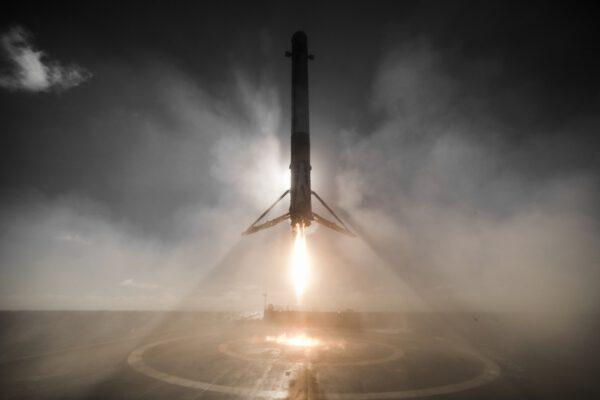 Falcon 9 s pořadovým číslem 30 přistává