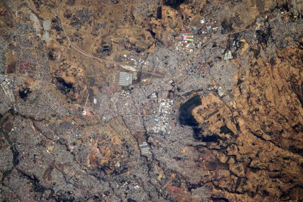 Miluju ten barevný nádech afrických měst – natřené střechy v Addis Abebě.