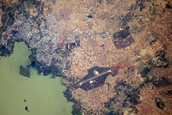 2/3 Detailní pohled na jezero Tana.