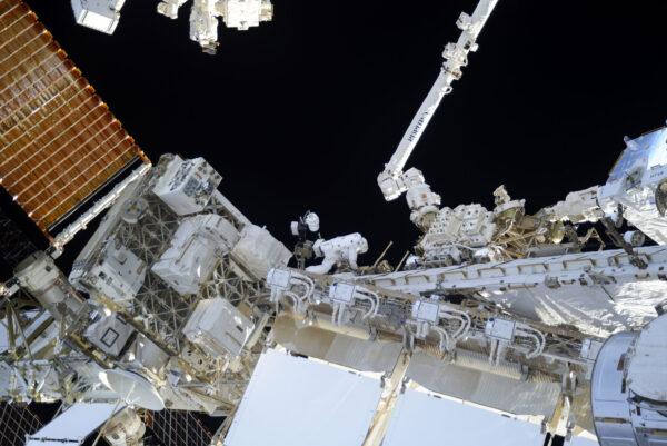 Takhle velká je ISS! Velmi snadno zde ztratíte přehled a orientaci, v noci se tu snadno ztratíte, zvláště pak, když se pohybujete a rotujete ve všech osách.