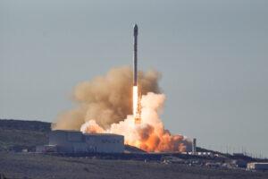 Je sobota 18:54 středoevropského času a SpaceX se vrací do služby