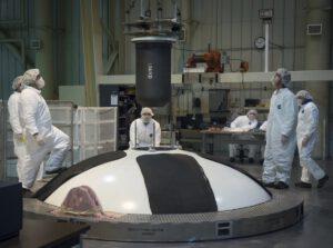 Instalace zažehovače do forward segmentu boosteru EM-1A, prosinec 2016