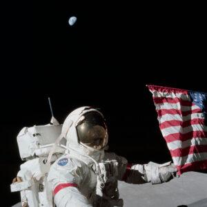 """Eugene Andrew """"Gene"""" Cernan na povrchu Měsíce"""