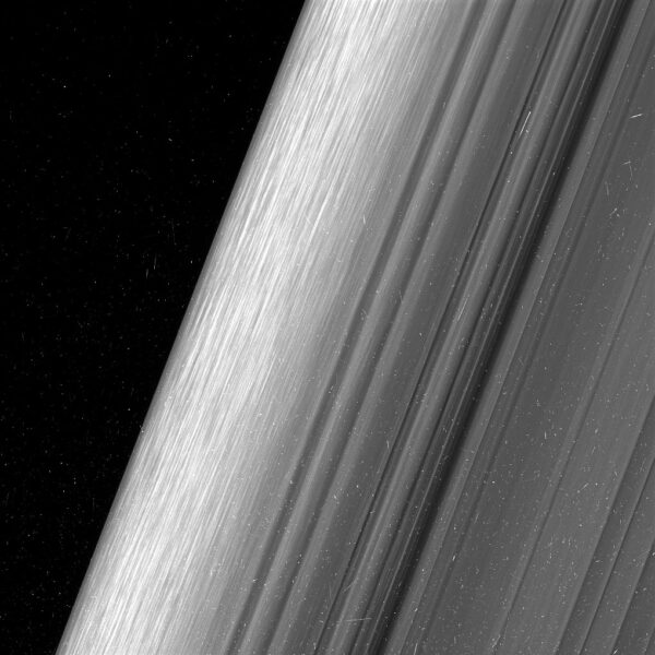 Saturnův prstenec B je nasnímán 2× podrobněji, než kdy dříve.